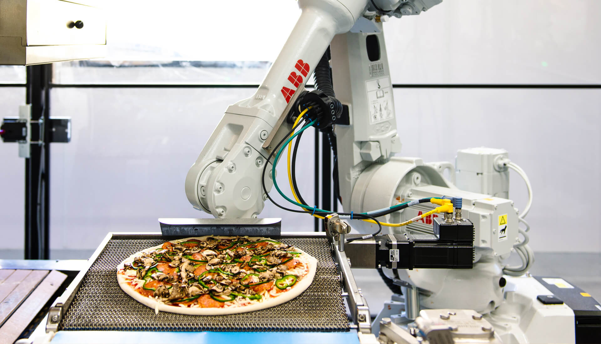 Zume pizza-making robot